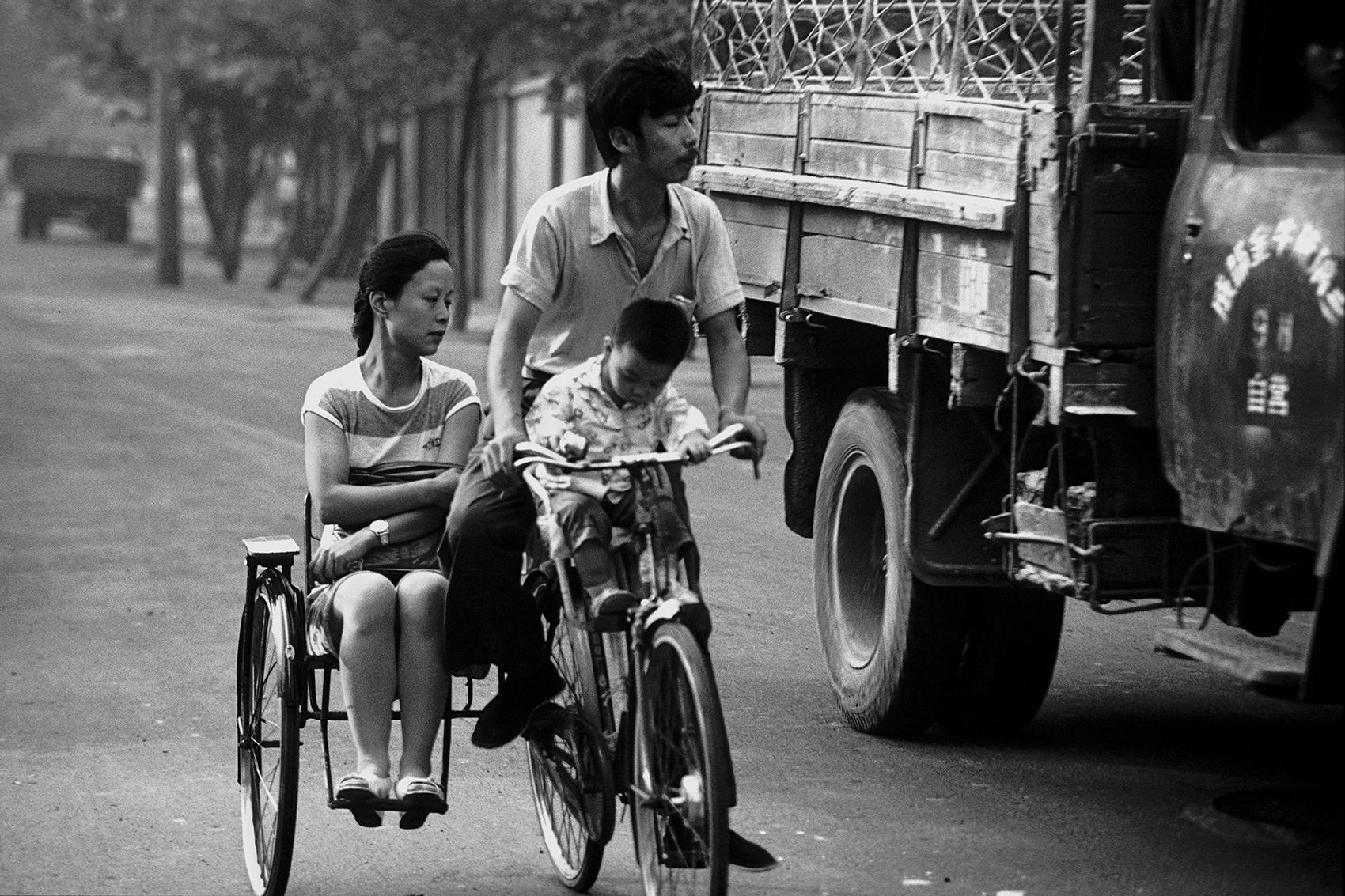 famiglia in bicicletta Chengdu, Sichuan, Cina