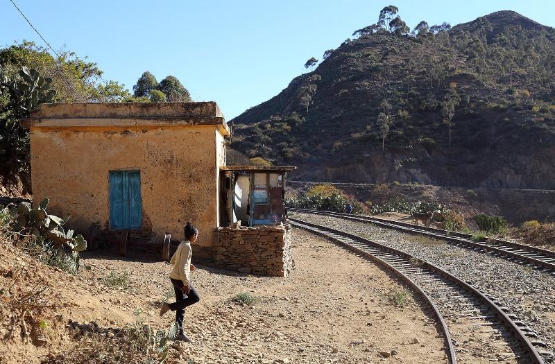 10 Sonia Costa_ The daring railway