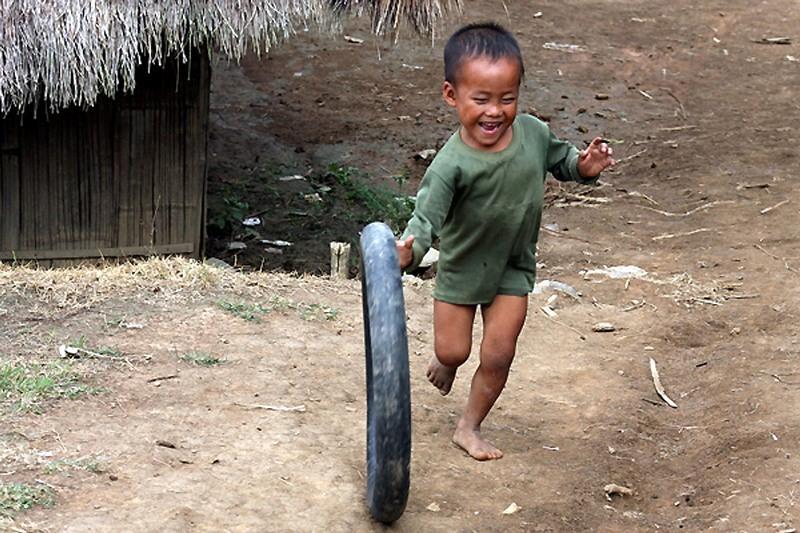 bambino con ruotacopia