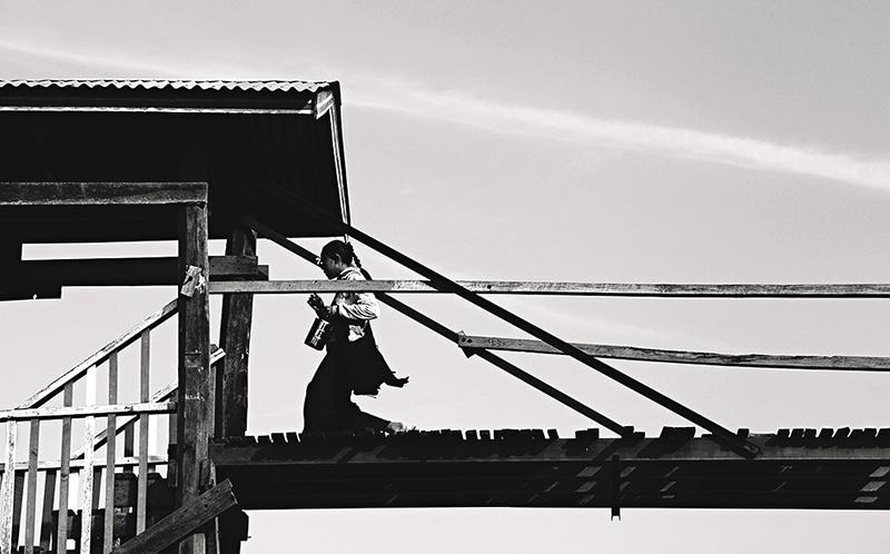 SITO Costa-Sonia_The girl on the bridge