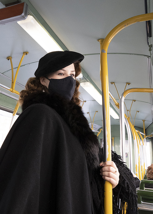 sito Sonia Costa _ Girl with black masck in the tramway