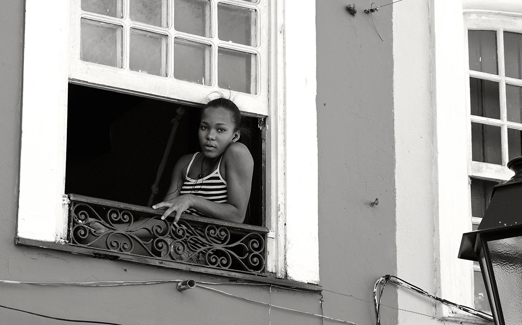 misure giuste Sonia Costa _ Girl in the window